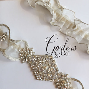 Beautiful Heirloom Garter with sparkling Rhinestones