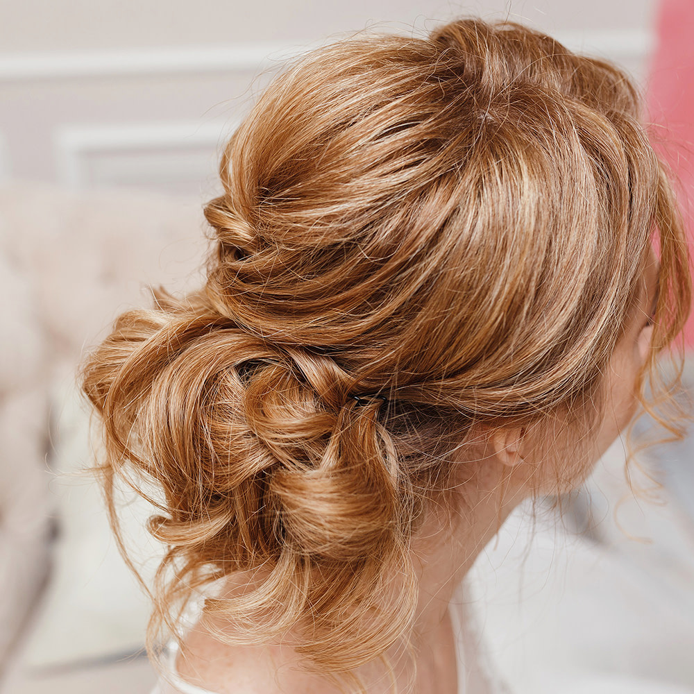 A deconstructed Chignon for a casual Bridal Hairstyle