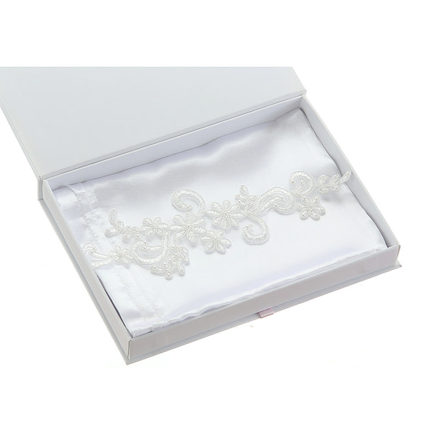 Pretty lace applique bridal garter with pearls