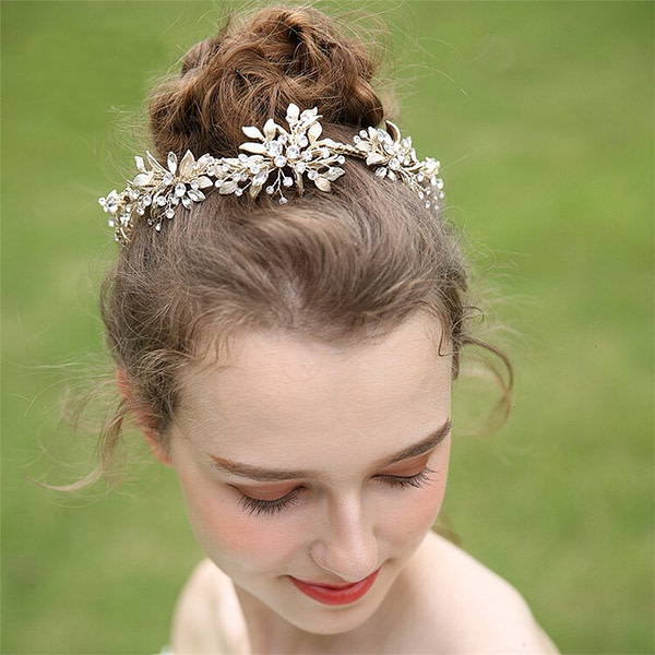 Delicate gold leaves with rhinestones for Bride