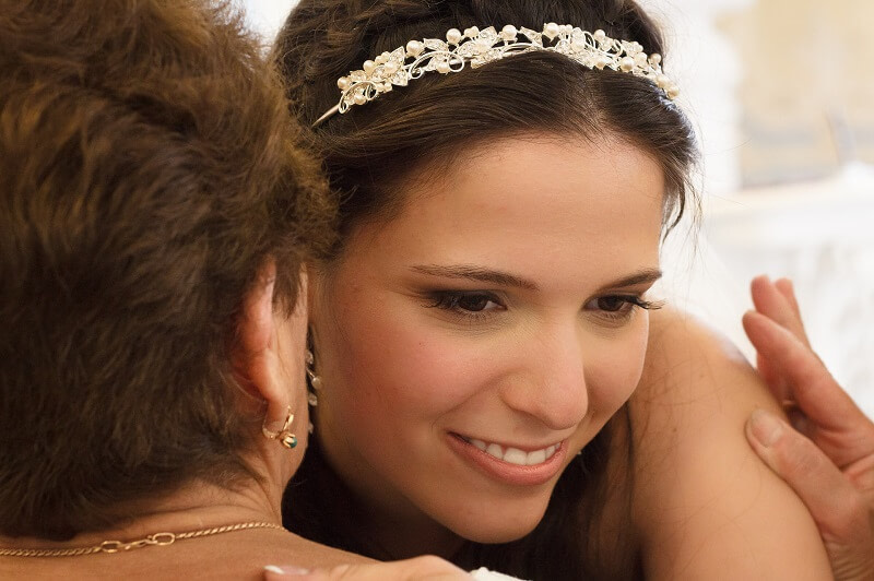 Bride hugging her Mother on Wedding Day